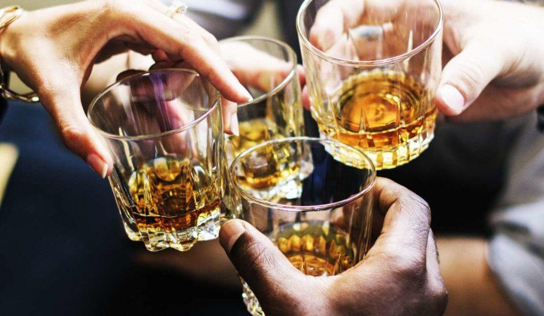 Κάθε ποσότητα αλκοόλ είναι βλαβερή για τον εγκέφαλο, διαπίστωσε νέα μελέτη